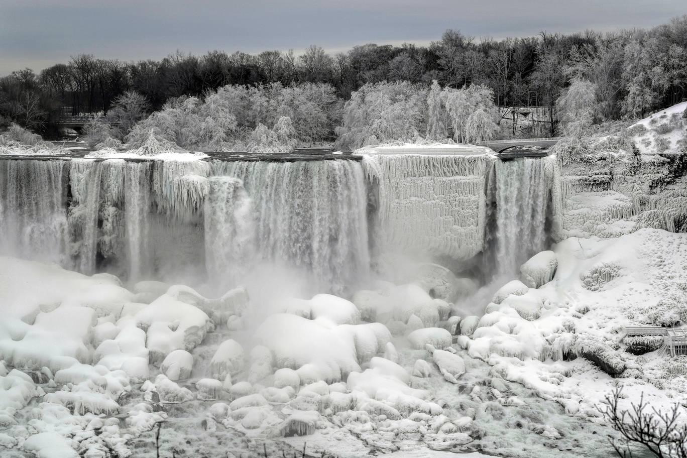 Niagara Falls Frozen Wallpaper 4k Frozen Nature Niagara